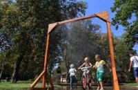 """В киевских парках установили 19 """"рамок-освежителей"""""""