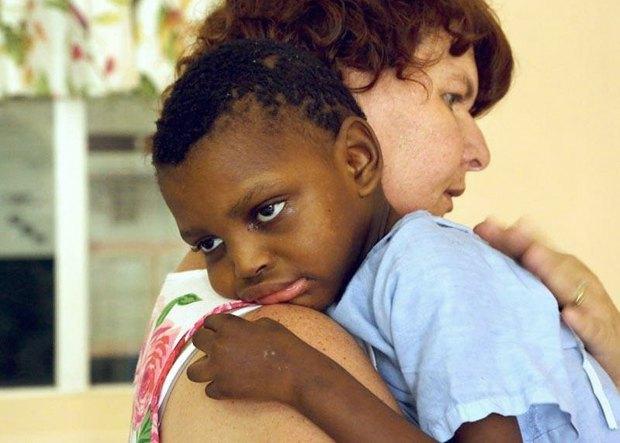Пациент детского хосписа SUNFLOWER, который основала Джоан Марстон в Блумфонтейн, ЮАР