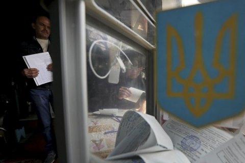Во Львове 94-летняя женщина уснула на избирательном участке и пыталась съесть бюллетень