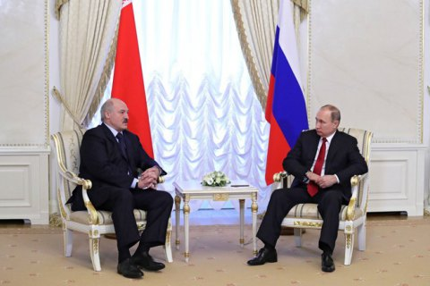"""Путин перед роспуском правительства пытался убедить Лукашенко в объединении РФ и Беларуси в """"сверхдержаву"""", – Bloomberg"""