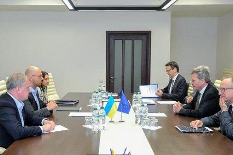 Щоб розвивати співпрацю з ЄС, необхідно забезпечити політичну єдність в Україні, - Яценюк