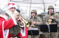 Под Мариуполем военный духовой оркестр представил концертную программу для бойцов