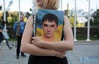 Вдовы бойцов ВСУ провели пикет на Банковой против референдума, предложенного командой Зеленского