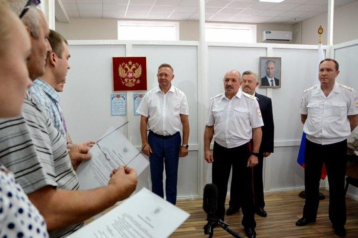 Мешканці ДНР отримують паспорти РФ в селі Покровське Ростовської області, Росія