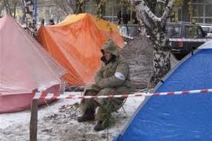 Чернобыльцы в Луганске продолжают протестовать