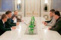 Янукович і опозиція домовилися скасувати скандальні закони