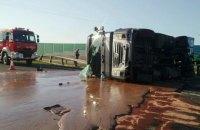 В Польше из-за аварии на трассу вылилось 12 тонн жидкого шоколада