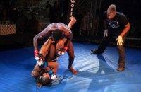 В поединке MMA боец получил ужасную травму