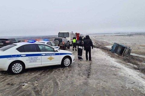 У Росії перекинувся автобус, який їхав до окупованого Донецька, є жертви