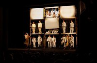 Аматори на великій сцені: війна, Різдво, університет