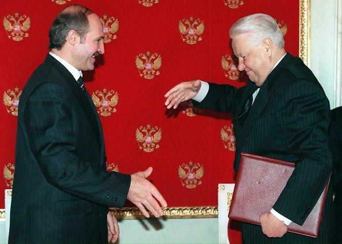 Лукашенко та Єльцин підписують пакет документів у рамках розробки Союзного договору