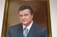 В парламенте Литвы снимают портрет Януковича