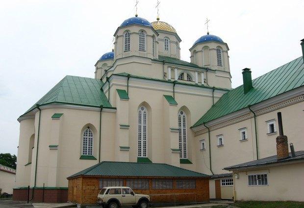 Хатинка, прибудована до церкви XV ст. у Троїцькому монастирі
