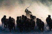 Фотоконкурс National Geographic выиграла фотография погонщика лошадей в центральной Монголии