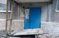 В Донецкой области бетонная стена подъезда упала на детей