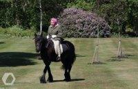 94-летняя королева Великобритании прокатилась верхом на лошади