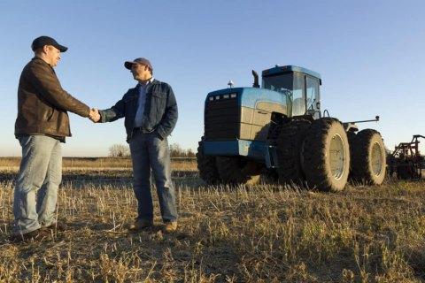 В Україні зареєстрували першу тисячу угод після відкриття ринку землі
