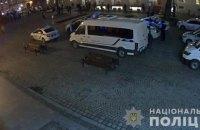 В центре Львова произошла массовая драка футбольных фанатов, пострадало двое полицейских