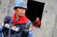 Группы полицейских Мьянмы выехали из страны после приказа стрелять в протестующих