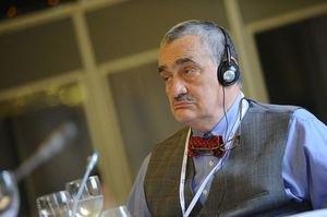 Кандидат в президенты Чехии попал в ДТП после голосования