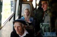 Военные эвакуировали 40 жителей из поселка Металлист у Луганска (Добавлены фото)