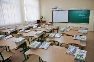 Табачник запретил школам требовать деньги у родителей
