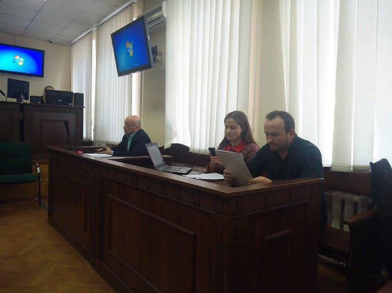 Адвокат Євгенія Закревська, потерпілий Вадим Ковальов, прокурор Микола Ніколаєв