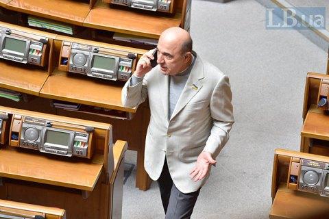 В Чернигове авто нардепа Рабиновича забросали яйцами, задержаны более десяти человек