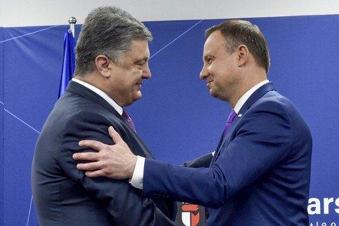 Порошенко запропонував Дуді вшанувати пам'ять українців, убитих поляками в селі Сагринь