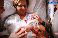 61-річна американка народила дитину для сина-гея і його чоловіка