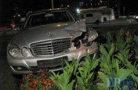 ДТП в Киеве: водитель Mercedes'а устроил аварию и сбежал