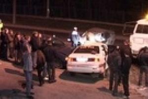 В центре Киева на пешеходном переходе Mazda сбила двух человек