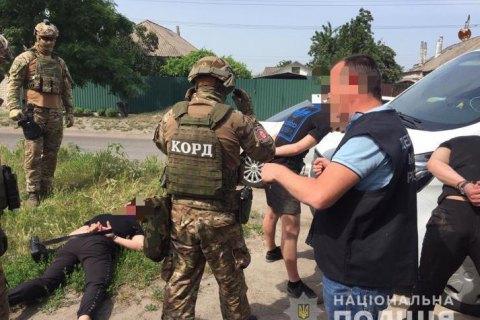 В трех областях Украины полиция задержала членов группировки, которые напали на семью предпринимателя