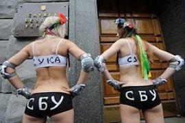 FEMEN у здания СБУ призвало защитить их от давления