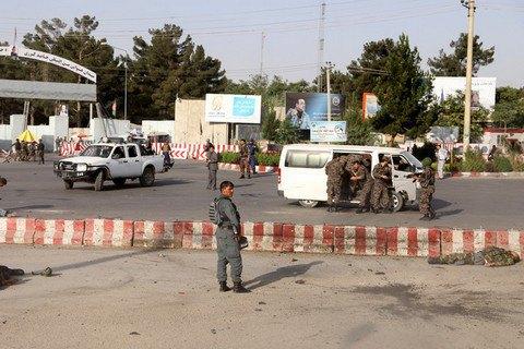 Смертник устроил теракт в аэропорту Кабула, куда прилетел вице-президент страны