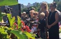 Памятник Богдану Ступке открыли на Байковом кладбище
