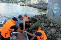 Водолази врятували життя двом чоловікам біля церкви Миколи Чудотворця в Києві