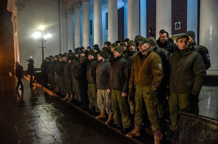 Одеська *муніципальна варта* вишикувалась на Думській площі