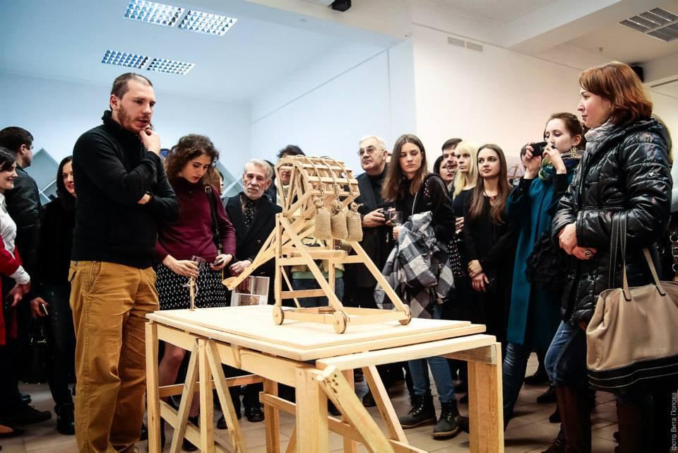 Никита Шаленный во время открытия выставки