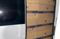 На кордоні з Польщею митники в авто з дипломатичними номерами знайшли 150 000 пачок цигарок