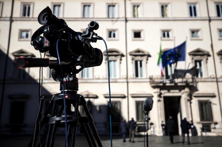 Журналісти біля палацу Кіджі, Рим, 15 лютого 2021 року