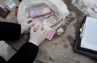 Заммэра Северодонецка задержали при получении 135 тыс. гривен взятки