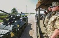 Порошенко в Чугуеве передал армии более 140 единиц военной техники (обновлено)