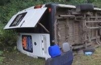 У Хмельницькій області автобус з паломниками вилетів у кювет