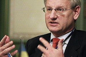 Бильдт считает странным планирование Януковичем в текущей ситуации визита в Москву