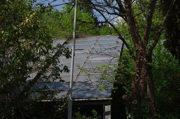 Закинуті сонячні колектори в Криму