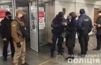 Полиция с помощью громкоговорителя призывает киевлян соблюдать карантинные требования
