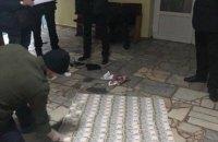"""В Киеве мошенник, прикрываясь """"связями в СБУ"""", пытался выманить у бизнесмена $13 тыс."""