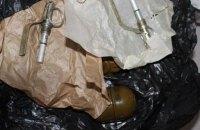 В Мариуполе двое мужчин пытались переслать 4 гранаты в Винницкую область