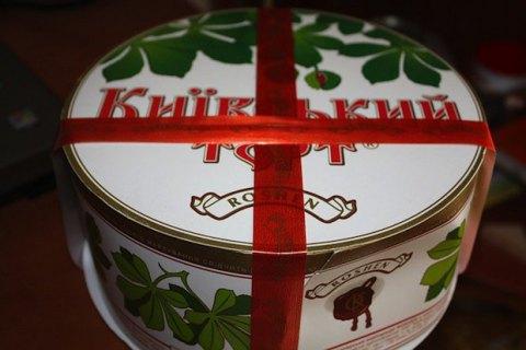 """Корпорация """"Рошен"""" через суд запатентовала красную ленту на коробках тортов"""